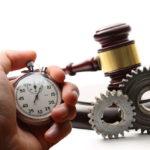 часы и судебный молоток