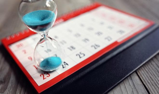 календарь и песочные часы