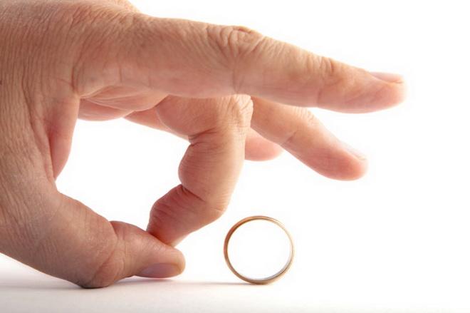 кольцо и рука