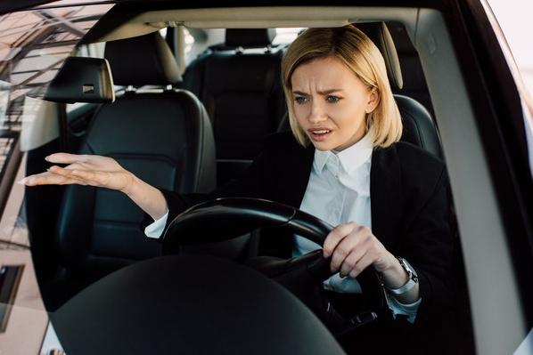 непристегнутый водитель