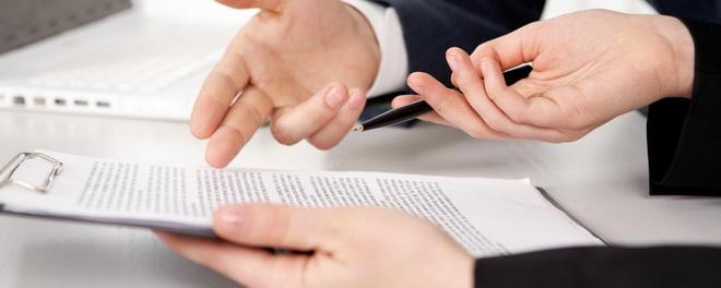руки и документы