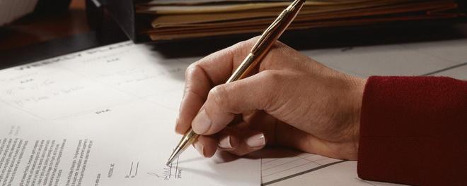 пишет документ