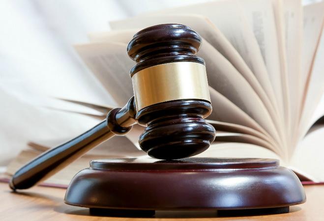 молоток и свод законов