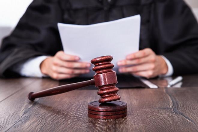 судья с документами