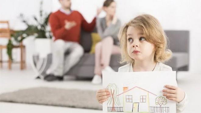 ребенок с рисунком