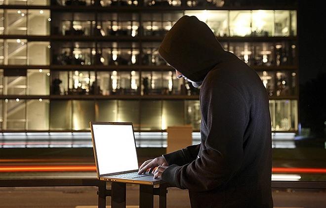 мошенник с ноутбуком